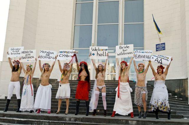 1299003505-femen-action-brides-for-papuans-_608427